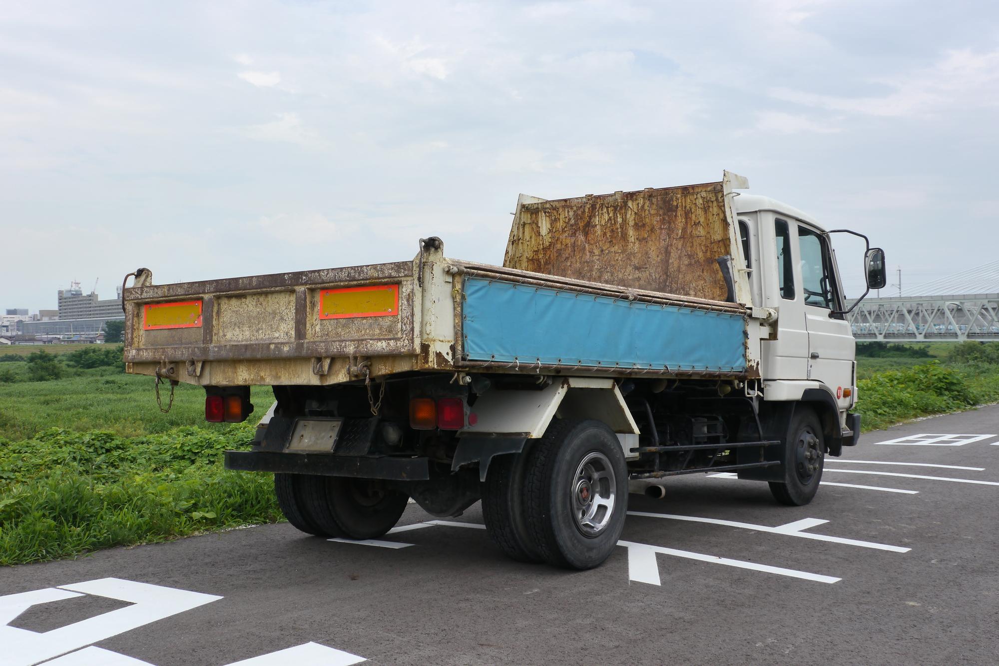 トラック後部