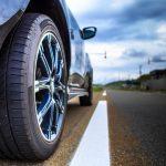 車のスリップサインはどう対処する?原因・対策や交換時期の目安