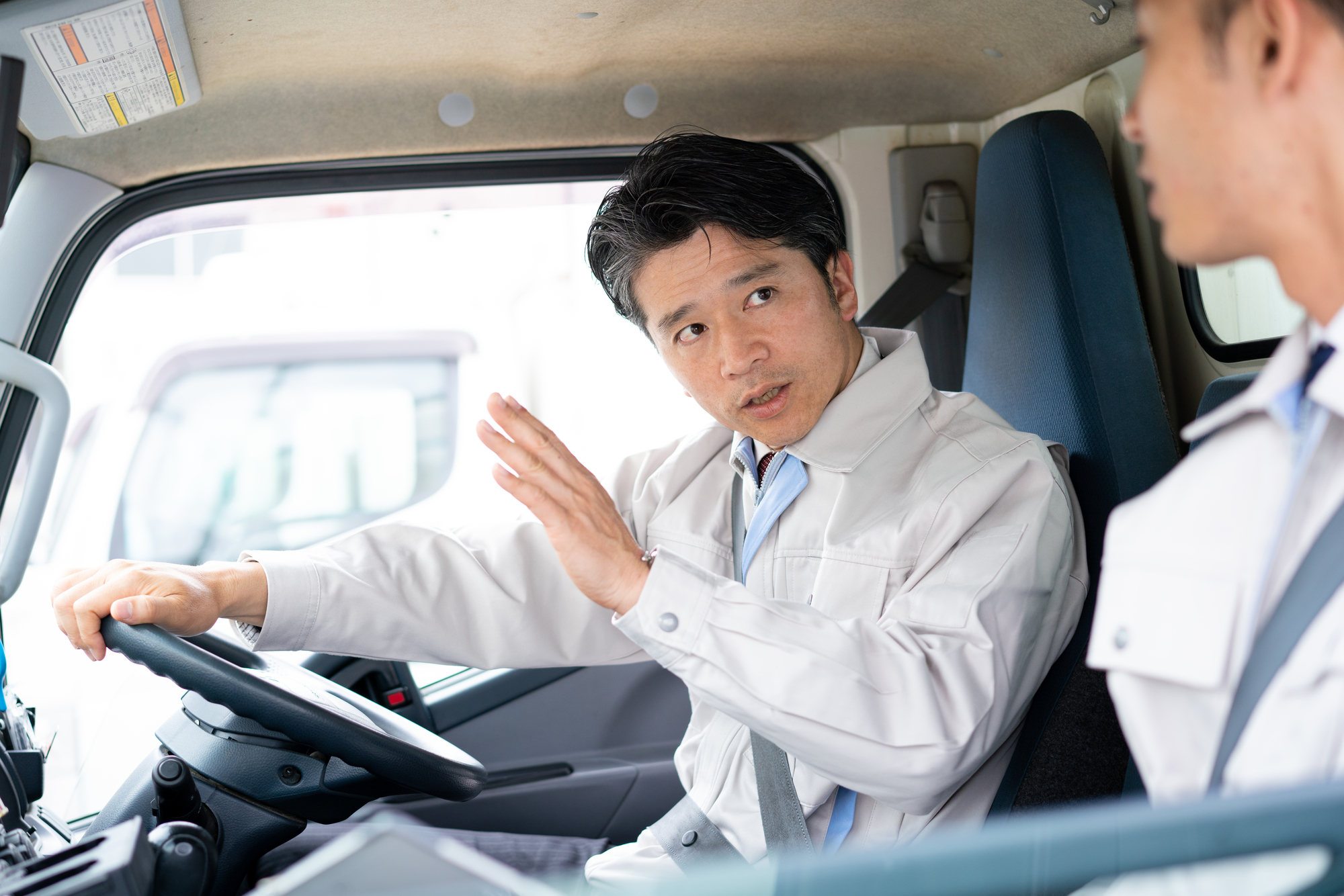 運転席にいる男