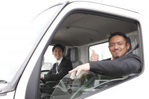 2人のトラック運転手