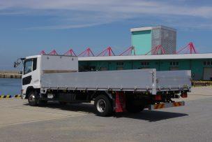貨物トラックの荷台